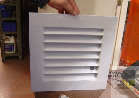 Persienne de ventilation en plastique sur mesure SIC24001
